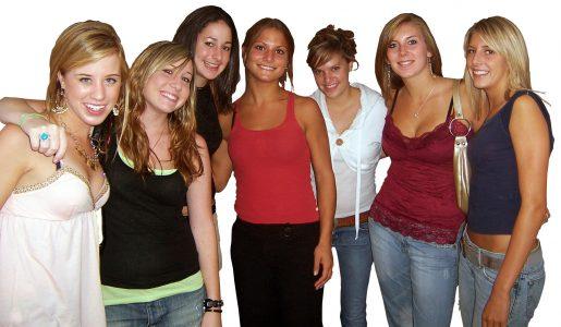 Gewone meiden die prima tegen een pak op hun billen kunnen krijgen als ze dat verdiend hebben.
